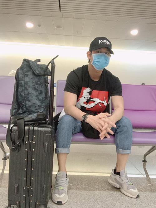 Song Luân tại sân bay Tân Sơn Nhất sáng sớm 15/3 sau khi trở về từ Mỹ.