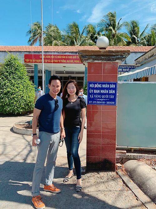 Vợ chồng Lý Hải - Minh Hà về miền Tây khảo sát tình hình hạn hán và nước nhiễm mặn và đã lắp đặt hai máy lọc. Nam ca sĩ cho biết tiếp tục khảo sát lắp thêm nhiều máy nữa và tiếp tục kêu gọi mọi người chung tay quyên góp.