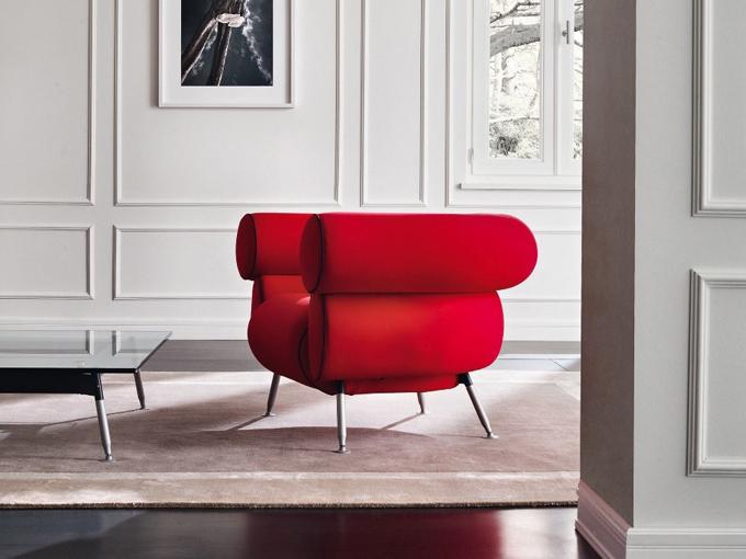 Giacomino được tạo bởi Afra & Tobia Scarpa cho Meritalia là một chiếc ghế sofa với thiết kế đặc biệt cùng đường tròn gợi cảm. Ghế có khung bằng thép hình ống, có dây đai đàn hồi từ được làm bằng polyurethane, một trong những vật liệu tạo nên sự đẳng cấp cho thương hiệu từ Italy.