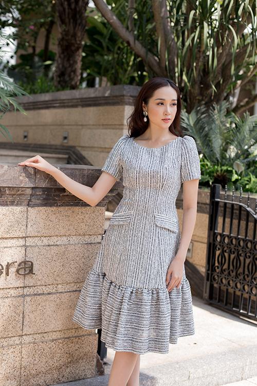 Sắc màu nhẹ nhàng, kiểu dáng thanh lịch là hai yếu tố luôn được quan tâm khi thiết kế các mẫu váy đi làm, dạo phố cho các nàng công sở sành điệu.