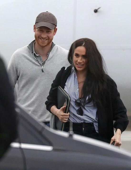 Harry và Meghan ở sân bay Vancouversau chuyến công tác Mỹ hồi tháng 2. Ảnh: Backgrid.