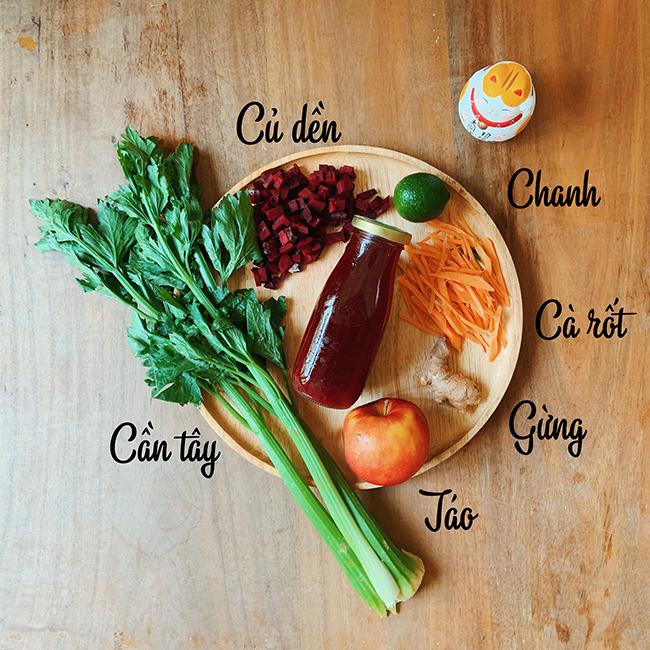 Công thức 2: 2 củ dền, ½ quả chanh, 1 củ cà rốt, 1 quả táo, 1 -2 nhánh cần tây, 1 nhánh gừng.