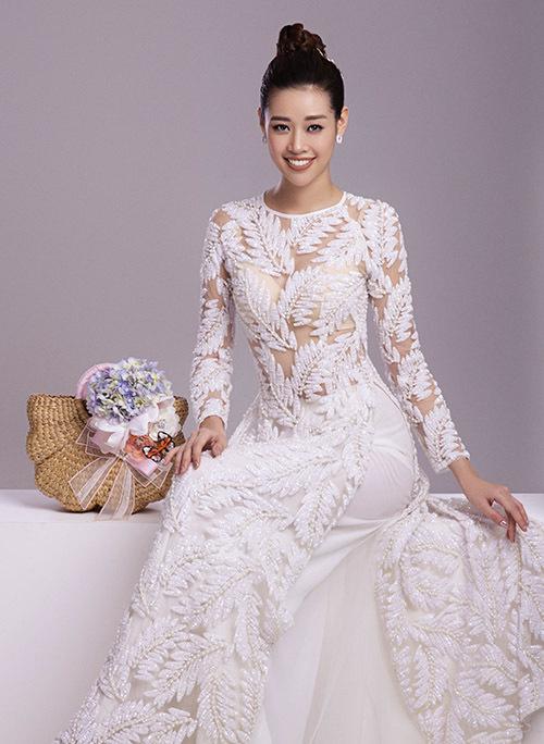 Khánh Vân hoạt động trong làng giải trí với vai trò người mẫu nhiều năm nay. Sở hữu vóc dáng thon thả và khả năng diễn xuất biểu cảm, người đẹp hay được mời giới thiệu các thiết kế áo dài.