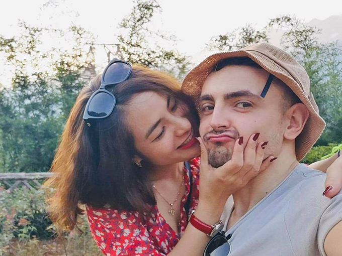 Gavin bên vợ sắp cưới. Vì chỉ có thể gặp nhau 3-4 tháng/lần nên uyên ương có ít ảnh chụp chung. Ảnh: Hương Lan.