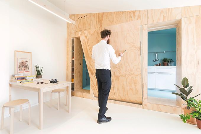 Giường đôi không có nhu cầu sử dụng được cất gọn trong ngăn tường.