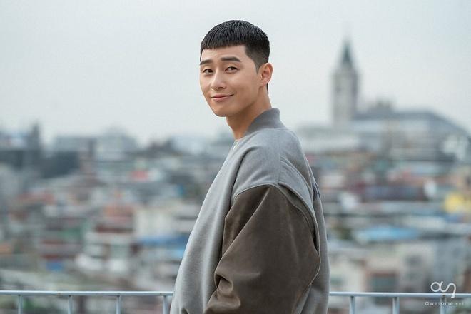 Tạo hình củaPark Seo Joon trong vai Park Sae Roy phim Tầng lớp Itaewon.