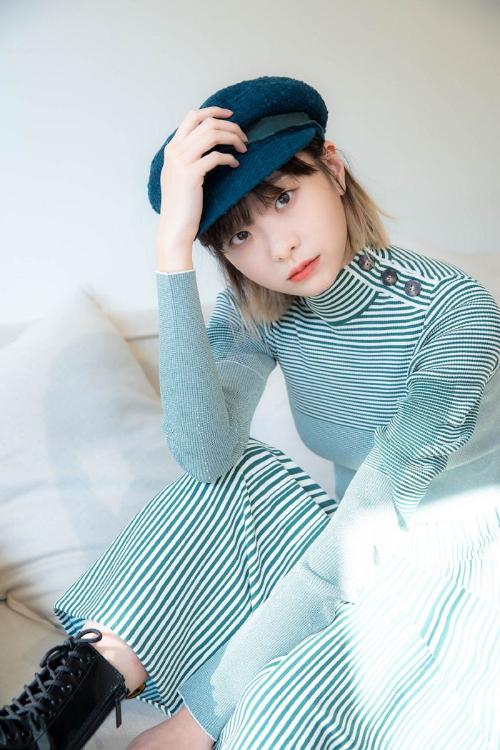 Cô nàng cá tính, IQ cao của Tầng lớp Itaewon xuất hiện trong loạt ảnh mới với phong cách tươi trẻ, hiện đại. Tên tuổi Kim Da Mi hot hơn bao giờ hết, sau thành công của bộ phim. Loạt ảnh mới của Kim Da Mi nhận được nhiều khen ngợi của khán giả.