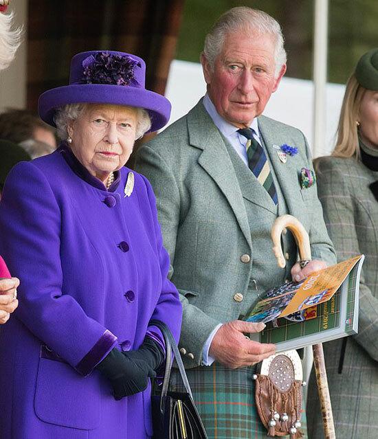 Nữ hoàng Anh Elizabeth II và Thái tử Charles. Ảnh: Samir Hussein.