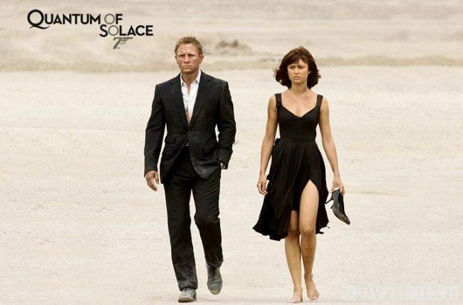 Olga và Daniel Craig trong phim Định mức khuây khỏa năm 2008.