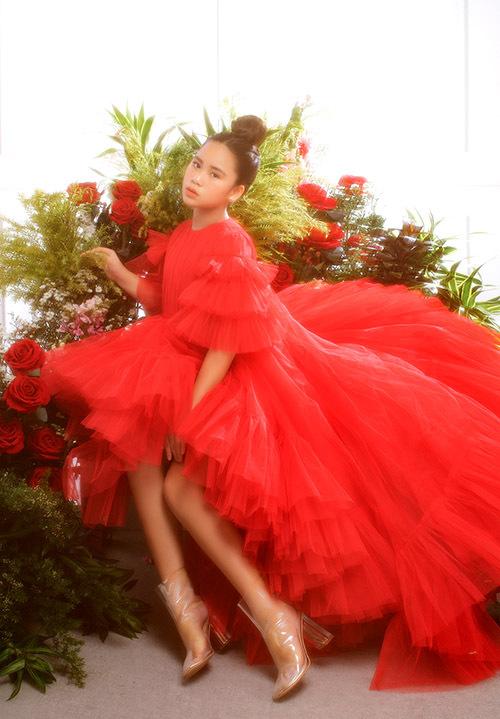 Ở tuổi 12 Bella Vũ hoạt động trong làng giải trí với vai trò người mẫu, ca sĩ nhí. Cô bé từng góp mặt ởmột số show thời trang trẻ em.