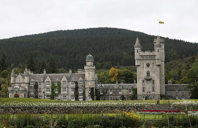 Lâu đài Balmoral ở Scotland - nơi nghỉ hè hàng năm của Nữ hoàng. Ảnh: AFP.