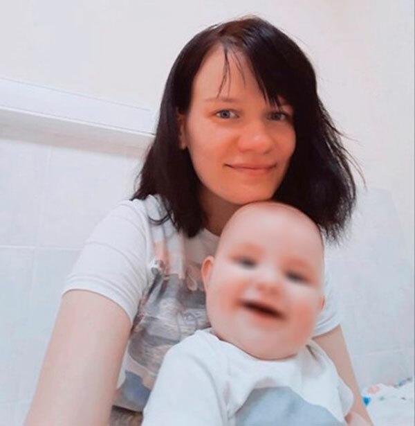 Ekaterina Telkina và con gái 1 tuổi trong căn hộ ở Moskva, Nga trước khi qua đời. Ảnh: VK.com.