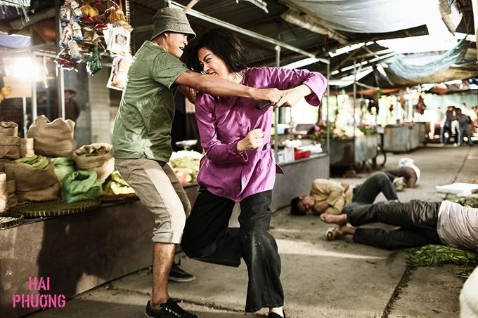 Ngô Thanh Vân thực hiện cảnh đánh võ trong khu chợ.