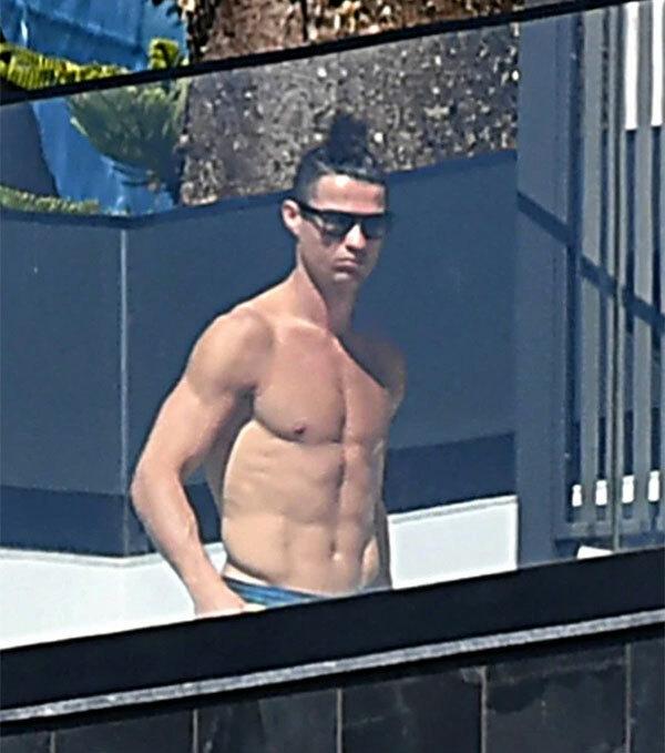 C. Ronaldo vẫn chưa hoàn thành thời gian cách ly
