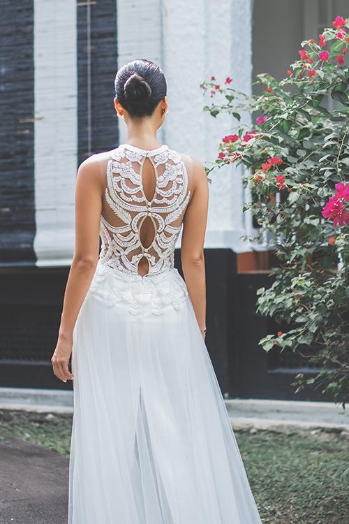 Mặt lưng váy là khoảng không gian để NTK thoả sức sáng tạo vớinhững hoạ tiết mang âm hưởng hoàng gia. Trương Thanh Hải luôn đặt ra các thử thách cho bản thân để mỗi chiếc váy cưới mà anh làm ra đều là tác phẩm nghệ thuật độc nhất.