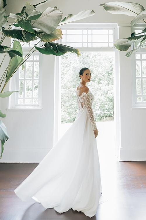 Váy của Trương Thanh Hải có tính ứng dụng cao, mang lại vẻtự tin, thanh thoát trong từng nhịp di chuyển của cô dâu.