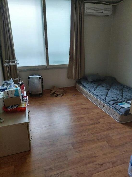 Căn phòng tự cách ly của Kim ở Gumi, tỉnh Bắc Gyeongsang, Hàn Quốc. Ảnh: Korea Times.