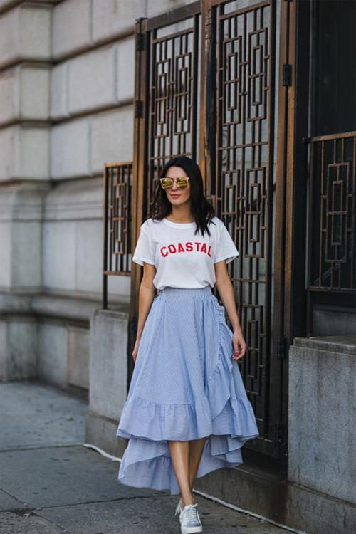 Chân váy vạt quấn đi kèm bèo nhún và thể hiện sự tự do phóng khoáng được dự báo là trang phục sẽ tạo nên cơn sốt ở mùa thời trang mới.