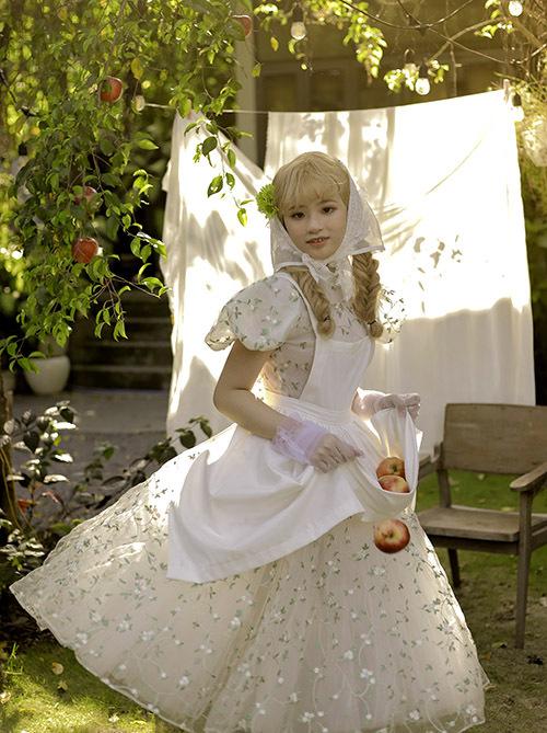 Bộ ảnh do stylist Tu, chuyên gia trang điểm Thân Duy Nam hỗ trợ thực hiện.
