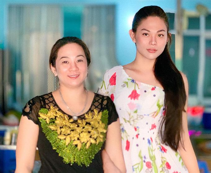 Thừa hưởng nhiều nét đẹp từ mẹ nên sau khi phẫu thuật chuyển giới Kaycee không chỉnh sửa quá nhiều, ngoại trừ mũi.
