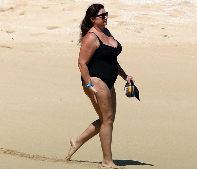 Hawaii là chốn hẹn hò quen thuộc của Brosnan với người vợ yêu dấu Keely Shaye Smith.