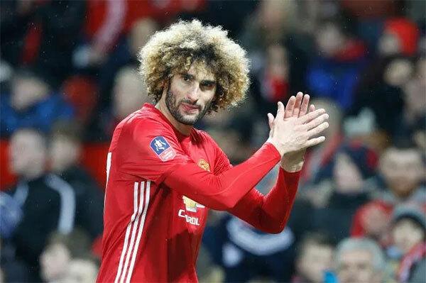 Tiền vệ Fellaini với mái tóc xù đặc trưng có 6 năm gắn bó với MU.