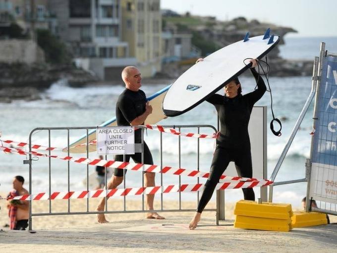 Thông báo đóng cửa bãi biển Bondi. Ảnh APP