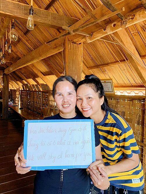 Sao Việt kêu gọi mọi ngườiở nhà tránh dịch - 4