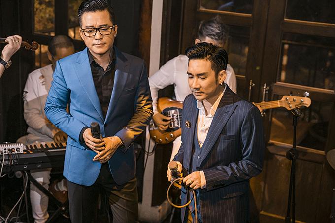 Tuấn Hưng và Quang Hà trong đêm nhạc online diễn ra tối 21/3.