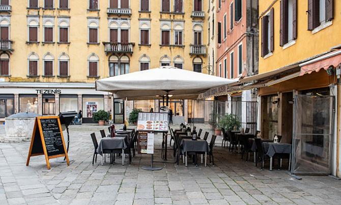 Ngành nhà hàng-khách sạn chịu ảnh hưởng nặng nề của Covid-19. Ảnh: BI.