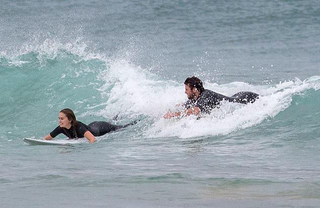 Bạn gái Liam là người mẫu Australia, 23 tuổi.