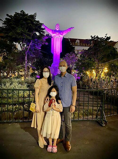Gia đình Phan Đình Tùng: Cầu xin Chúa cho dịch Covid-19 sớm được dập tắt để mọi người được sống trong bình an.