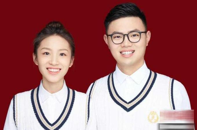 Y tá Chen Ying và chồng Huang Qianrui chụp ảnh đăng ký kết hôn hôm 20/3 ở thành phố Nghĩa Ô, tỉnh Chiết Giang, Trung Quốc. Ảnh: Chinanews.