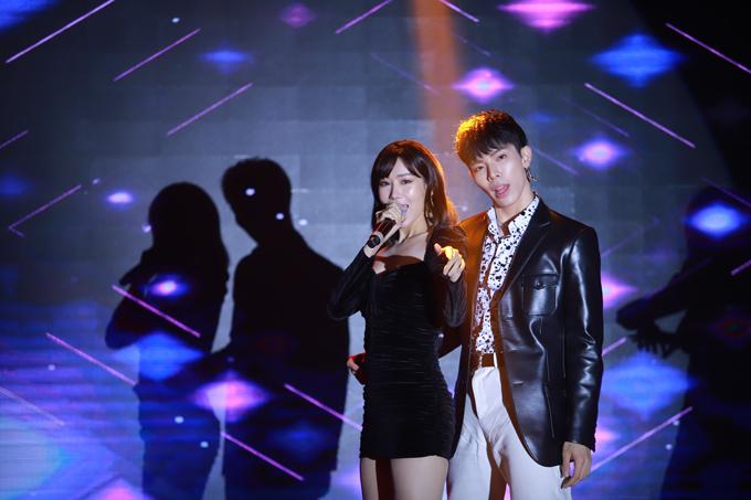 Erik, Mim hát tại lễ ra mắt mỹ phẩm Hàn Quốc A.Black - 1