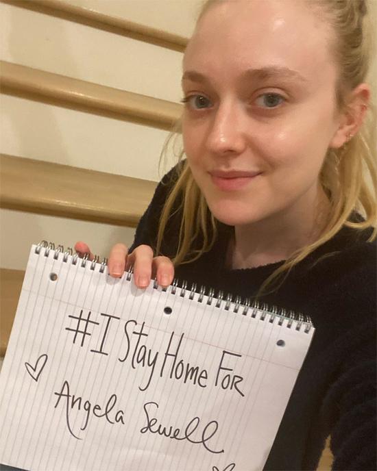 Nữ diễn viên Hừng đông Dakota Fanning kêu gọi các fan ở nhà vì sự an toàn của bản thân và những người xung quanh.
