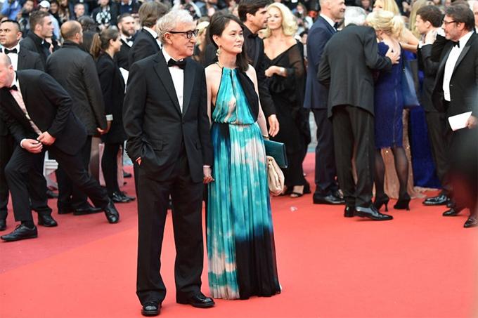 Woody Allen và người vợ Soon-Yi tại liên hoan phim Cannes 2016. Ảnh: AFP.
