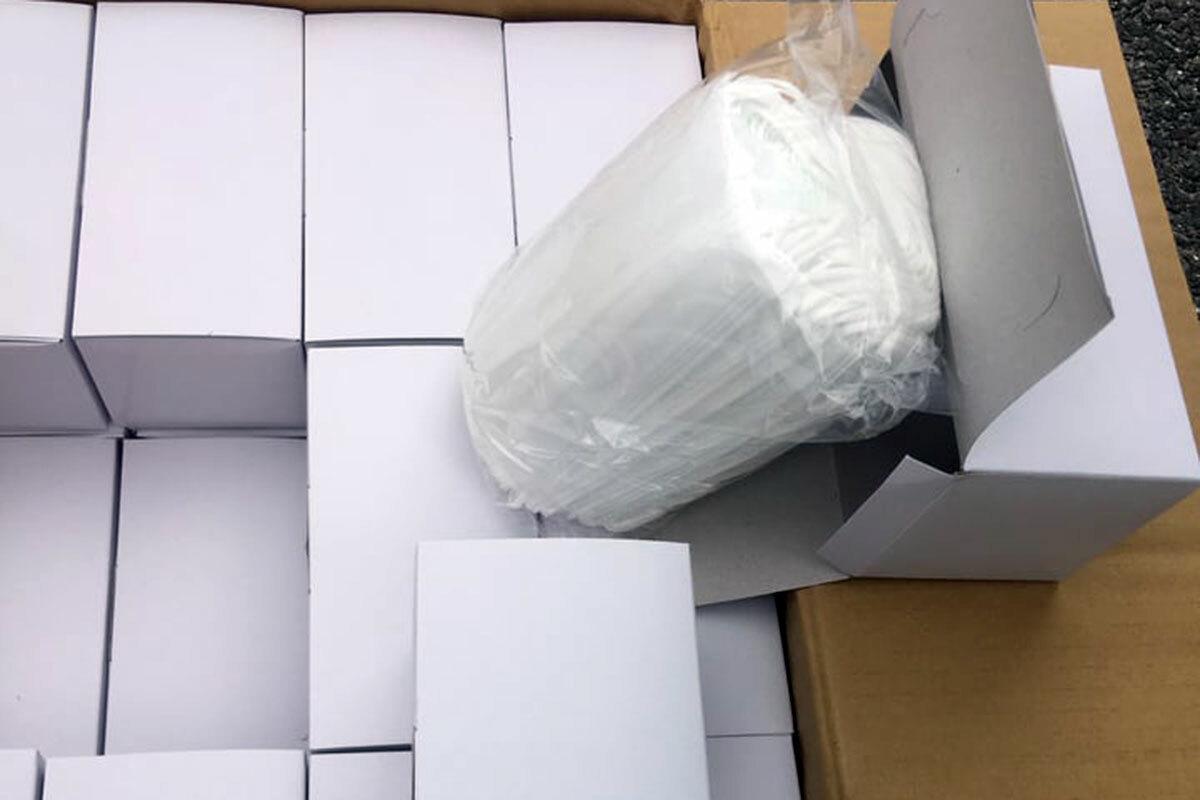 Số khẩu trang sắp được vận chuyển từ miền Trung ra miền Bắc. Ảnh: Ngọc Trường.