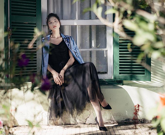 Kim Dung là người được Hà Duy lựa chọn để thể hiện bộ sưu tập lụa mới nhất này. Quán quân Next Top Model 2017 vốn có mối quan hệ khá thân thiết với Hà Duy từ lúc cô mới bước chân vào nghề người mẫu tại Hà Nội.
