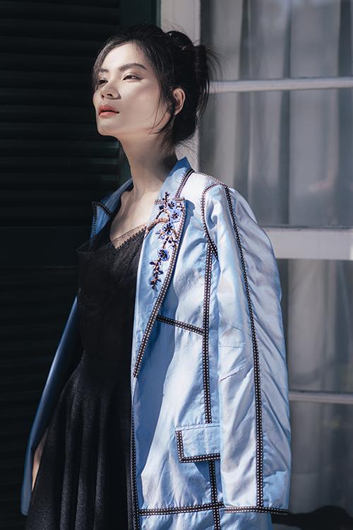 Với khả năng diễn xuất linh hoạt trước ống kính, Kim Dung đã thực hiện bộ ảnh trong thời gian gấp rút vào buổi sáng sớm tại Đà Lạt.