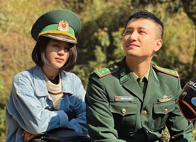 Lương Thu Trang và Huỳnh Anh trong phim Mùa xuân ở lại.