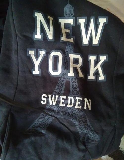 Áo có hình tháp Eiffel nhưng lại in chữ New York, Thuỵ Điển.