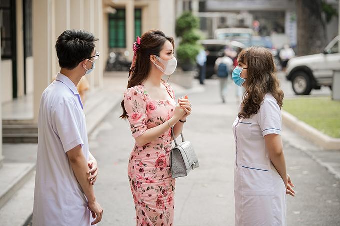 Tham dự sự kiện cùng Thuỵ Vân gồm có nhiều bác sĩ đầu ngành về lao phổi.