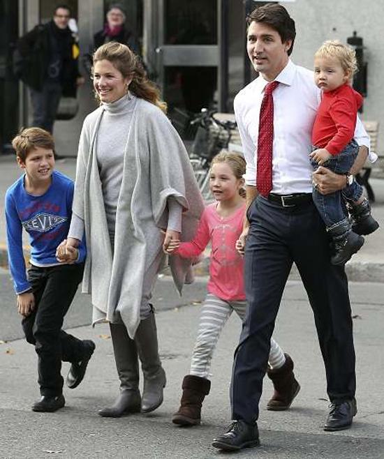 Thủ tướng Canada cùng vợ và ba con. Ảnh: The star.