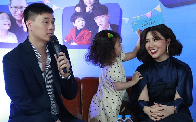 Gia đình Cam Cam là một trong 6 gia đình góp mặt ở gameshow Thử thách lớn khôn. Chương trình được kỳ vọng là sân chơi bổ ích, giúp kết nối bố mẹ và con cái.