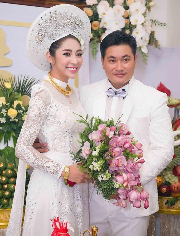 Đặng Thu Thảo và chồng trong đám cưới năm 2018.