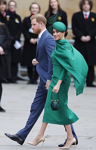 Vợ chồng Harry - Meghan trong sự kiện hoàng gia cuối hôm 9/3 tại tu viện Westminster. Ảnh: AP.