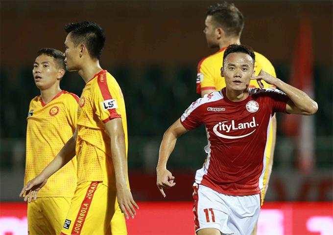 CLB TP HCM (áo đỏ) đang dẫn đầu V-League 2020 khi toàn thắng hai trận đấu đầu tiên. Ảnh: VPF.