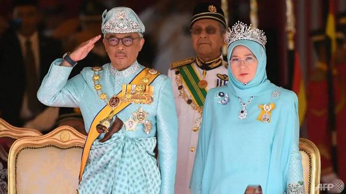 Quốc vương Malaysia cùng hoàng hậu trong một sự kiện hôm 31/1. Ảnh: AFP.