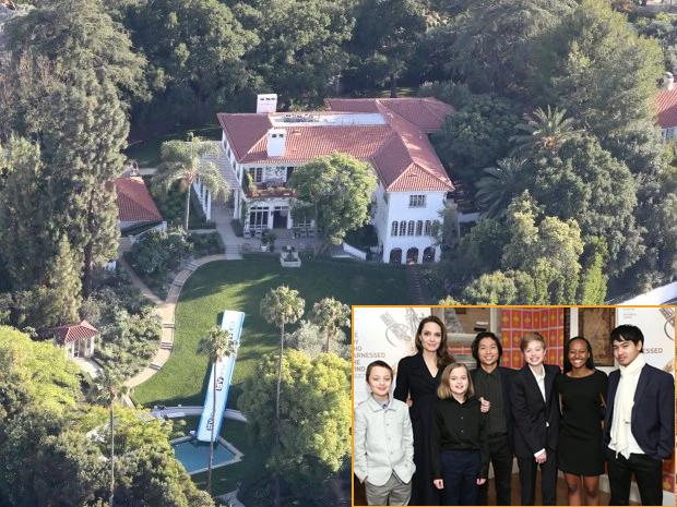 Cách đó không xa, Angelina Jolie và 6 người con quây quần trong biệt thự 25 triệu USD. Cậu cả Maddox 18 tuổi cũng vừa trở về đoàn tụ với gia đình khi trường đại học ở Hàn Quốc đóng cửa vì dịch bệnh. Biệt thự nhà Jolie rộng hơn hai mẫu, có cây cối bao quanh và khu vui chơi trong vườn.