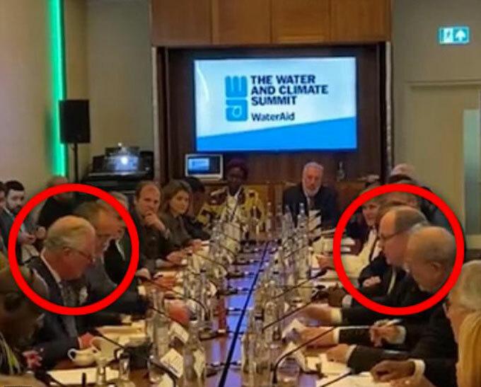 Thái tử Charles và Thân vương Monaco ngồi đối diện nhau trong hội nghị tại London hôm 10/3. Ảnh: PA.